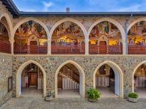 Άποψη Arcade στο μοναστήρι Στοκ φωτογραφία με δικαίωμα ελεύθερης χρήσης