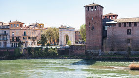 Άποψη Arco του dei Gavi και Castelvecchio στη Βερόνα Στοκ εικόνα με δικαίωμα ελεύθερης χρήσης