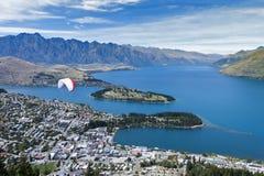 Άποψη Arial της λίμνης Wakatipu και Queenstown, νότιο νησί της Νέας Ζηλανδίας Στοκ Εικόνες