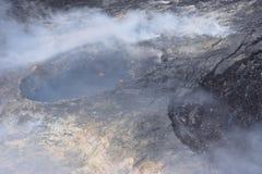Άποψη Arial του ηφαιστείου Kilauea της Χαβάης με την αύξηση καπνού στοκ φωτογραφία με δικαίωμα ελεύθερης χρήσης
