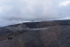Άποψη Arial του ηφαιστείου Kilauea της Χαβάης με την αύξηση καπνού στοκ φωτογραφίες