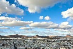 Άποψη Arrecife και τα ηφαίστεια Στοκ φωτογραφία με δικαίωμα ελεύθερης χρήσης