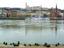 Άποψη Buda από το μνημείο παπουτσιών Στοκ φωτογραφία με δικαίωμα ελεύθερης χρήσης