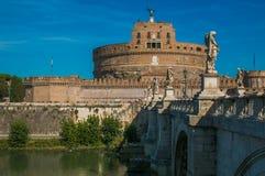 Άποψη Castel Sant ` Angelo και γέφυρα πέρα από τον ποταμό Tiber Στοκ Φωτογραφία