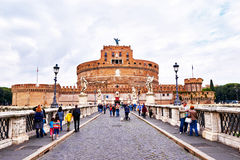 Άποψη Castel Sant'Angelo, μουσείο στη Ρώμη, από τη γέφυρα Ponte Sant'Angelo στη Ρώμη Στοκ Εικόνες
