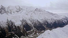 Άποψη Chamonix από το διέξοδος-ΛΦ γ BR σχετικά με την περιοχή σκι φιλμ μικρού μήκους