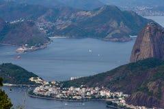 Άποψη Copacabana σχετικά με το βουνό φραντζολών ζάχαρης Στοκ φωτογραφία με δικαίωμα ελεύθερης χρήσης