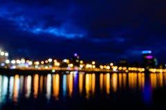 Άποψη Defocused του ποταμού της Μόσχας τη νύχτα Στοκ Φωτογραφίες