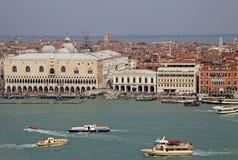 Άποψη Doge του παλατιού από το belltower της εκκλησίας του SAN Giorgio Maggiore, Βενετία, Ιταλία Στοκ Εικόνα