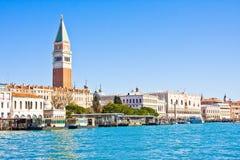 Άποψη Doge ` s του παλατιού και του καμπαναριού Piazza Di SAN Marco, Βενετία, Ιταλία Στοκ Εικόνες