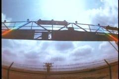 Άποψη Fisheye του αεροπλάνου που κατεβαίνει στο νέο αερολιμένα Orelans απόθεμα βίντεο