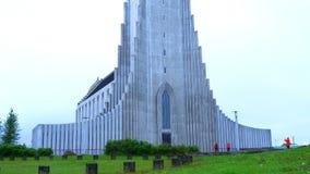 Άποψη Hallgrimskirkja ο καθεδρικός ναός της καθολικής εκκλησίας στο Ρέικιαβικ απόθεμα βίντεο