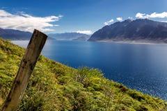 Άποψη Hawea λιμνών μια ηλιόλουστη θερινή ημέρα, Νέα Ζηλανδία Στοκ εικόνα με δικαίωμα ελεύθερης χρήσης