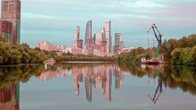 Άποψη Hyperlapse σχετικά με την πόλη της Μόσχας από τη βάρκα απόθεμα βίντεο