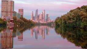 Άποψη Hyperlapse σχετικά με την πόλη της Μόσχας από τη βάρκα φιλμ μικρού μήκους