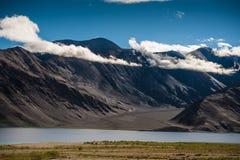 Άποψη Ladakh Ινδία λιμνών Pankong Στοκ Φωτογραφίες