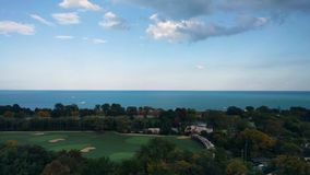 Άποψη Lakefront στο πάρκο του Λίνκολν, Σικάγο, ΗΠΑ λίμνη Μίτσιγκαν Απόγευμα φθινοπώρου απόθεμα βίντεο