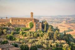 Άποψη Montalcino, τοπίο επαρχίας στο υπόβαθρο, Τοσκάνη Ιταλία Στοκ φωτογραφίες με δικαίωμα ελεύθερης χρήσης