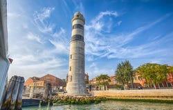 Άποψη Murano lighhouse Faro στο νησί Murano, ένα μικρό νησί μέσα στην περιοχή της Βενετίας Venezia, διάσημη για την παραγωγή γυαλ στοκ φωτογραφία
