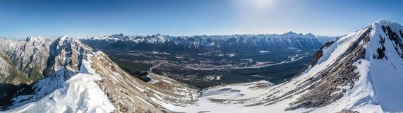 Άποψη Panoramatic των καναδικών δύσκολων βουνών, Στοκ Εικόνες
