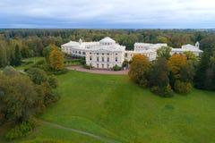 Άποψη Pavlovsk του παλατιού, αεροφωτογραφία απογεύματος Σεπτεμβρίου Άγιος-Πετρούπολη στοκ εικόνα