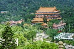 Άποψη Po Lin του βουδιστικού μοναστηριού από μακρυά Στοκ φωτογραφίες με δικαίωμα ελεύθερης χρήσης