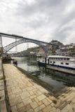Άποψη Ribeira του ιστορικού τετάρτου, στον ποταμό Douro περιθωρίου em Στοκ εικόνες με δικαίωμα ελεύθερης χρήσης