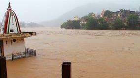 Άποψη Rishikesh στην Ινδία και τον ποταμό του Γάγκη απόθεμα βίντεο