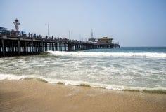 Άποψη Santa Monica Pier από την παραλία στο στις 12 Αυγούστου 2017 - Σάντα Μόνικα, Λος Άντζελες, Λα, Καλιφόρνια, ασβέστιο Στοκ Εικόνα