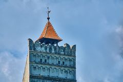 Άποψη Telephoto της κορυφής του πύργου στο μεσαιωνικό κάστρο πίτουρου στην Τρανσυλβανία Ρουμανία Στοκ Φωτογραφία