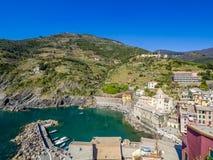 Άποψη Vernazza ένα πέντε ζωηρόχρωμων χωριών Cinque Terre στοκ φωτογραφία