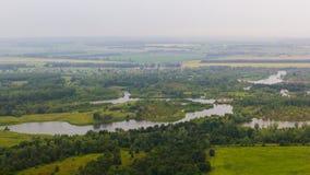 Άποψη Yuraktau από το βουνό στους τομείς, ποταμός, δάσος Στοκ φωτογραφία με δικαίωμα ελεύθερης χρήσης
