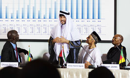 Άραβας που εξηγεί τη συνεργασία διασκέψεων παρουσίασης ομιλητών Στοκ Φωτογραφίες
