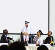 Άραβας που εξηγεί τη συνεργασία διασκέψεων παρουσίασης ομιλητών Στοκ φωτογραφία με δικαίωμα ελεύθερης χρήσης