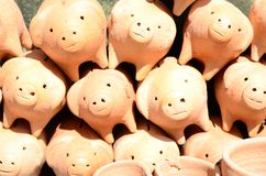 άργιλος τραπεζών piggy Μπροστινή όψη στοκ εικόνες με δικαίωμα ελεύθερης χρήσης