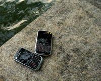 Άρθρο σε εφημερίδα με μαύρους χαρακτήρες και καμπύλη του Blackberry στοκ φωτογραφίες με δικαίωμα ελεύθερης χρήσης
