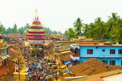 Άρμα ανθρώπων πλήθους Shivarathri Gokarna που τραβά το Χ στοκ εικόνες