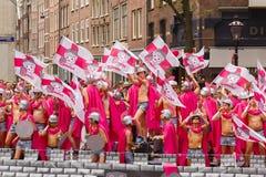 Άρμα του Ιουλίου Καίσαρα Gaymobil στην παρέλαση καναλιών του Άμστερνταμ Στοκ φωτογραφία με δικαίωμα ελεύθερης χρήσης