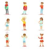 Άρρωστα παιδιά που αισθάνονται αδιάθετο να πάσσει από την ασθένεια ή τον τραυματισμό που χρειάζεται την ιατρική συλλογή βοήθειας  ελεύθερη απεικόνιση δικαιώματος