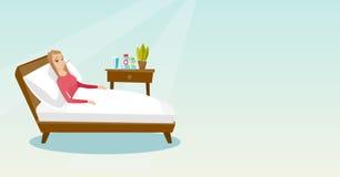 Άρρωστη γυναίκα με το θερμόμετρο που βάζει στο κρεβάτι ελεύθερη απεικόνιση δικαιώματος
