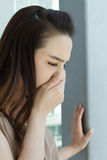 Άρρωστη γυναίκα με το κρύο ή τη γρίπη Στοκ φωτογραφίες με δικαίωμα ελεύθερης χρήσης