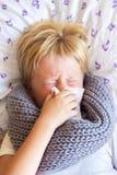 Άρρωστη φυσώντας μύτη παιδιών Στοκ εικόνες με δικαίωμα ελεύθερης χρήσης