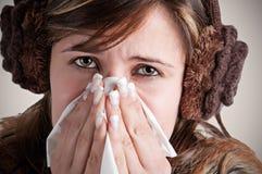 Άρρωστο φτέρνισμα γυναικών στοκ εικόνες με δικαίωμα ελεύθερης χρήσης