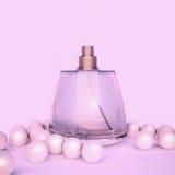 Άρωμα στα μπουκάλια ενός γυαλιού και τις χάντρες μαργαριταριών στο ροζ Στοκ Φωτογραφία