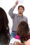 0 δάσκαλος κατά τη διάρκεια των κατηγοριών Στοκ φωτογραφία με δικαίωμα ελεύθερης χρήσης