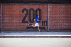 Άσκηση νεαρών άνδρων υπαίθρια Στοκ Φωτογραφία