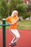 άσκηση της ανώτερης γυναί&kapp Στοκ Φωτογραφίες