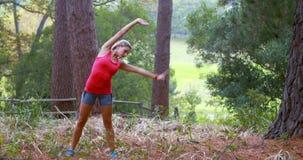 άσκηση της δασικής γυναί&kappa απόθεμα βίντεο