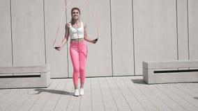 Άσκηση χρησιμοποιώντας το σχοινί άλματος απόθεμα βίντεο