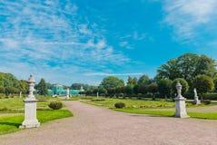 Άσπρα αγάλματα στο πάρκο Kuskovo. Μόσχα Στοκ εικόνες με δικαίωμα ελεύθερης χρήσης